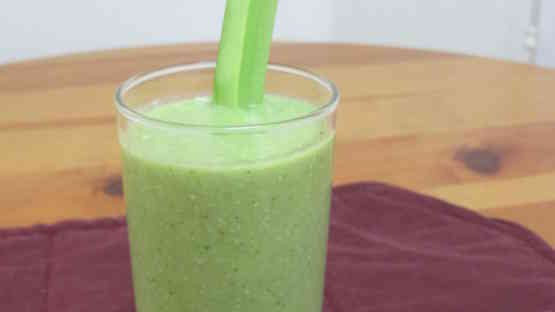 Mild Apple Banana Green Smoothie